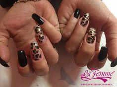 """Inizia la giornata con una manicure #LaFemmeProfessionnel!  Unghie grintose sui toni del bronzo e del nero, by RenniNails.  Il centro """"RR Nails &Co"""" si trova in via Toti, 60. Bari.  #LaFemme #AleasCosmetics #Nails #Animalier #NailArt #Bronze #BlackNails #GoldNails #Manicure #Black #Fashion #Glam #Trendy #Like"""