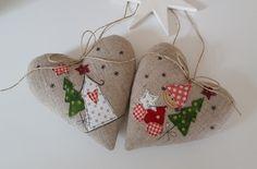Christmas Sewing, Christmas Embroidery, Christmas Items, Christmas Projects, Felt Christmas Decorations, Diy Christmas Ornaments, Xmas Crafts, Christmas Hearts, Christmas Makes