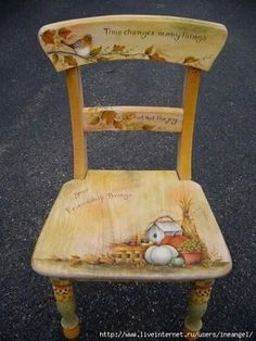 Oficina de ideias is part of Painted chair - Oficina de ideias added a new photo — with Violeta Sabando Gutierrez and 2 others Hand Painted Chairs, Hand Painted Furniture, Paint Furniture, Furniture Projects, Furniture Makeover, Chalk Paint Chairs, Decoupage Furniture, Repurposed Furniture, Diy Vintage