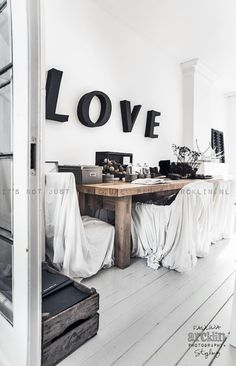 ☆ © Paulina Arcklin | Blog post barefootstyling.com dining