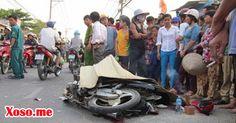 Xe máy va mạnh vào đuôi xe khách khiến 1 người tử vong