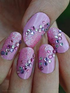 Ida-Marian kynnet / Girly nails with glitter and rhinestones / #Nails #Nailart