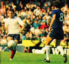 Chelsea 1 Derby Co 1 in Sept 1971 at Stamford Bridge. Colin Todd plays the ball forward #Div1