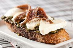 Prima Bruschetteria (almoço)    Bruschetta de pesto, mozzarella e alicci