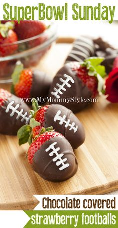 Chocolate covered Strawberry Footballs for Superbowl Sunday - football-chocolate-covered-strawberries-superbowl-food-snacks-ideas-desserts-appetizers - Game Day Appetizers, Game Day Snacks, Game Day Food, Snacks Diy, Snacks Für Party, Dessert Haloween, Football Party Foods, Football Parties, Superbowl Desserts