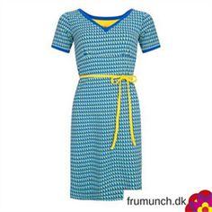 Kjole i retro stil fra HalsOverKop med grafisk print