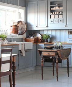Modern Home Decor Kitchen Farm Kitchen Ideas, Rustic Kitchen Cabinets, Kitchen Stories, Kitchen Cabinet Colors, Home Decor Kitchen, Beach House Kitchens, Home Kitchens, Inexpensive Furniture, Cheap Furniture