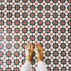 Pin for Later: The Trend That Proves Flooring Is Not Boring Trendy Tile Were crazy for the color on these tiles. click now for info. Floor Design, Tile Design, Pattern Design, Modern Flooring, Best Flooring, Flooring Ideas, Floor Patterns, Tile Patterns, Classic Rugs