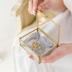 ⠀⠀⠀⠀• С Е Р Ь Г И • ⠀ Магия и красота маленьких деталей ❤️ ⠀ ⠀Украшения не могут существовать сами по себе, они всегда призваны подчеркнуть выбранный невестой образ и быть к нему •л•ё•г•к•и•м• дополнением! ⠀ #KATIRINI ⠀ Photo   @katerina_sapon ⠀ --------------------------------- • З А К А З А Т Ь • СОТРУДНИЧЕСТВО • ФОТОСЕССИЯ • WORKSHOP 📩 DIRECT ☎️ What's App: 918•360•34•38