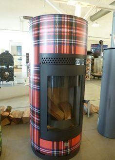 Houtkachel Wood-Bockstove met Schotse ruit design.