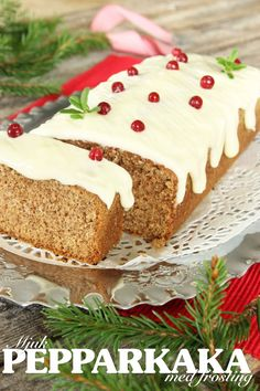 Mjuk pepparkaka med frosting (Gingerbread with frosting - giving the traditional Swedish Gingerbread a modern 'frosting' twist) Bagan, Christmas Desserts, Christmas Baking, Nordic Christmas, Christmas Cookies, Grandma Cookies, Scandinavian Food, Swedish Recipes, No Bake Cake