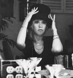bohogypsygirl: Stevie Nicks Nobody wears a top hat like the lady!