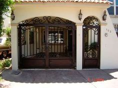 The Best Modern Garage Door Design Ideas Modern Garage Doors, Garage Door Design, Front Door Design, Gate Design, Spanish Style Homes, Spanish House, Stucco Exterior, Exterior Doors, Entrance Gates
