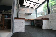 ต่อเติมบ้าน อาคารพาณิชย์ ทุบ รื้อ ถอนสิ่งปลูกสร้าง Loft Kitchen, Backyard Kitchen, Home Decor Kitchen, Home Kitchens, Dirty Kitchen Design, Outdoor Kitchen Design, Patio Interior, Kitchen Interior, Village House Design
