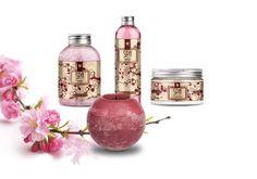 ChERRy bLOssOM Het is de zonnige geur van vreugde in het vroege voorjaar. Het subtiele, boeiende aroma ontspant en zorgt voor een goed humeur.  In Japan is kersenbloesem een symbool van exclusieve schoonheid.  Verkrijgbaar in deze geur:  - Douchegel - Badzout - Scrub - Bodybutter en  - Geurkaars  Ook verkrijgbaar in de geuren: - Verbena - Peach - Pathouli en - Vanille  Kijk op http://www.geurenfestijn.nl