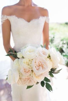 Wedding bouquet is an important part of the bridal look. Looking for wedding bouquet ideas? Check the post for bridal bouquet photos! Bouquet Pastel, Blush Bouquet, Bouquet Wedding, White Bridal Bouquets, Light Pink Bouquet, Bridal Dresses, Cake Bouquet, Beach Wedding Bouquets, Blush Wedding Flowers