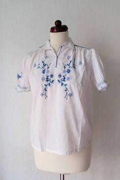 Vintage Peasant Blouse  1970s Embroidered von PaperdollVintageShop, €24.90