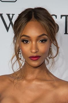 15 To-Die-For Messy Updos | Daily Makeover Jourdan Dunn #weddingmakeup