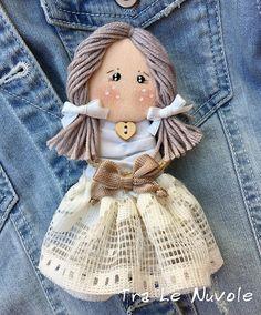 Spilla bambolina doll pin bambola