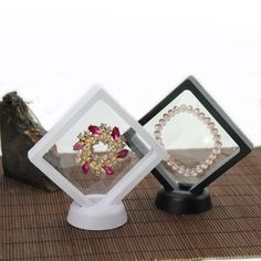 Here we have a floating display case that is perfect for displaying, ancient artefacts, jewellery, gems, coins and all sorts of collectables. x Floating Display Case Holder(NOT included others). Jewellery Boxes, Jewelry Stand, Jewelry Case, Jewellery Display, Jewelry Watches, Coin Jewelry, Plastic Display Cases, Display Boxes, Plastic Jewelry