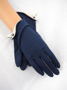 Essence of a woman - women gloves fashion Gants Vintage, Vintage Accessories, Fashion Accessories, Looks Party, Elegant Gloves, Vintage Outfits, Vintage Fashion, 1930s Fashion, Mode Shoes