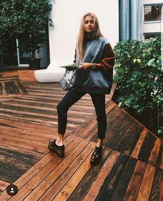 ✘ Para quienes preguntabais por el jersey, y no he podido responderos es de (no he podido encontrarlos en IG) 🤔 ✘ For those who asked about this jumper it's from (but could't find them on IG) ❥ / 📸: Fall Outfits, Casual Outfits, Cute Outfits, Fashion Outfits, Womens Fashion, Urban Fashion, Daily Fashion, Hipster Outfits, Street Style