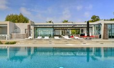 I love this one! Imagine spending your summer holiday laying by that pool just close to St Tropez/ ST 1176