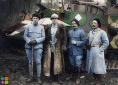 Courlandon - Avril 1917. Capitaine de Boisgelin, commandant l'A.S 7 et ses officiers. Fonds des albums Valois Cote : VAL 066/160 Source : BIDC