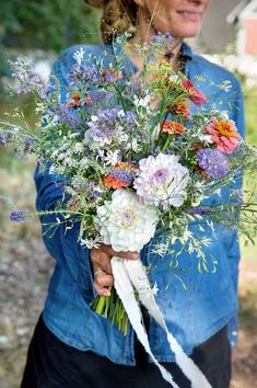 Organic flowers are more eco-friendly than the bouquets you buy. If you are looking for a new hobby this should definitely be considered. Grow them in your garden or go for a walk. Hobby House, New Hobbies, Nye, Outdoor Gardens, Henna, Flower Arrangements, Special Occasion, Eco Friendly, Wedding Flowers
