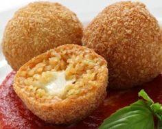 Arancini (beignets de riz) à la mozzarella sans friteuse : http://www.fourchette-et-bikini.fr/recettes/recettes-minceur/arancini-beignets-de-riz-a-la-mozzarella-sans-friteuse.html