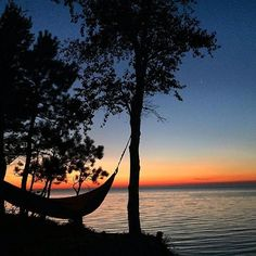 Nice! We think we've found our spot for the evening. Instagrammer @mericavibes shared this beautiful shot of a hammock on the coast of Lake Superior at Pictured Rocks National Lakeshore. Where do you like to relax in Pure Michigan? #PureMichigan #LakeSuperior