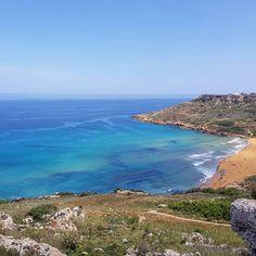 Look at this amazing colours of the sea This pictures was taken above Ramla Bay on Gozo Island... I could have spent hours there enjoying this incredible view  . Die Farben des Meeres auf Gozo sind unglaublich Stundenlang hätte ich den Blick hinunter zur Ramla Bad auf Gozo genießen können  . #gozo #gozoisland #amazingview #amazingcolours #naturecolours #sea #fernweh #wanderlust #dailypic #pictureoftheday #malta #ramlabay #unbelievableview #landscape #landscapephotography #visitgozo…