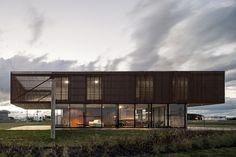 Xan House. Location: Xangrilá, Venâncio Aires – Rio Grande do Sul, Brazil; firm: MAPA; photo: Leonardo Finotti; year: 2013