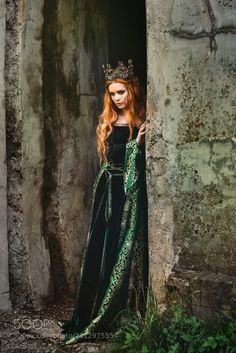 Oct 2019 - Woman in green medieval dress by Evgeniya Litovchenko on Medieval Fashion, Medieval Dress, Medieval Fantasy, Foto Fantasy, Fantasy Dress, Bild Girls, Images Esthétiques, Sublime Creature, Fantasy Photography