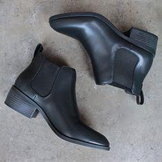 bc footwear modern chelsea ankle boot - partner in black