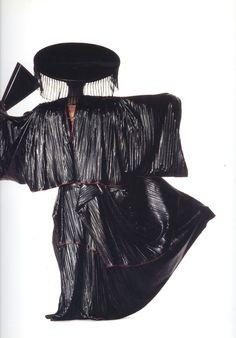 issues miyake, Issey Miyake, Ensemble, photographed by Irving Penn, 1987 80s Fashion, Couture Fashion, High Fashion, Tienda Fashion, Irving Penn, Fashion Photography Inspiration, Vogue Magazine, Issey Miyake, Japanese Fashion