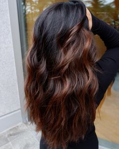 Are you going to balayage hair for the first time and know nothing about this technique? We've gathered everything you need to know about balayage, check! Auburn Hair Balayage, Balayage Hair Caramel, Hair Color Balayage, Deep Auburn Hair, Dark Auburn Hair Color, Dark Balayage, Short Balayage, Brunette Hair, Hair Videos