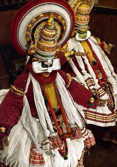 #Kathakali #Dance #Kerala  People around the World www.julianluskin.com