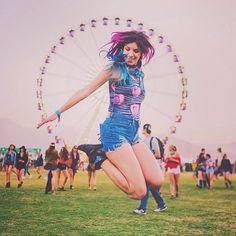 Dia 1 do Coachella foi irado!!! Teve Jack Ü, Last Shadow Puppets, LCD soundsystem, Ellie Golding, tava muito bom!!!! Hoje tem muito mais! ✨ #LiveInLevis #LiveInLevisBR #coachella #MariMoonNoCoachella (( foto @anendfor ))