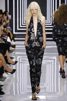 Versus Versace Spring 2016 Ready-to-Wear Fashion Show - Anna Mila Guyenz . Marjan Jonkman
