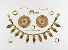 Set of jewelry, early 5th century B.C.,  Etruscan.