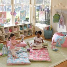 other half of sewing room? I like the idea of hanging lanterns or stringing lights - also have several stuffed sleeping bags for sleepovers/camping? Play Spaces, Kid Spaces, Play Areas, Baby Decor, Kids Decor, Home Decor, Toy Rooms, Kids Corner, Little Girl Rooms