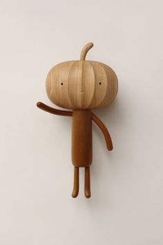 Découvertes durant le week-end, je ne peux m'empêcher de vous présenter ces mignonnes et petites sculptures en bois réalisées par Yen Jui Lin, artiste taïw