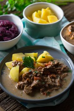 Butter soft goulash from the Slowcooker - Guadalupe Pratt Slow Cooking, Slow Cooked Meals, Goulash Slow Cooker, Slow Cooker Chicken, Healthy Crockpot Recipes, Slow Cooker Recipes, Beef Recipes, Stuffing Recipes For Thanksgiving, Thanksgiving Side Dishes