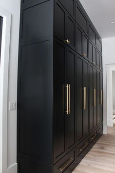 The Forest Modern: Our Chic Black Butler's Pantry - The House of Silver Lining - The Forest Modern: Our Chic Black Butler's Pantry – The House of Silver Lining - Wardrobe Design Bedroom, Closet Bedroom, Bedroom Decor, Bedroom Vintage, Home Decor Kitchen, Kitchen Design, Casa Top, Flur Design, Design Design