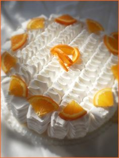Blat 4 oua 4 lg zahar 4 lg faina esenta vanilie coaja de portocala Crema 800ml lapte 6 oua 100gr zahar zahar vanilat 4 mere 250gr zahar ptr. topit frisca Mod de preparare Intr-o cratita cu peretii inalti se pune la topit zaharul. Dupa ce s-a topit bine se imbraca peretii in zahar si se