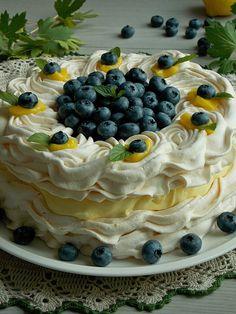 Tort bezowy z kremem cytrynowym i borówkami | KuchniaMniam Fresh Fruit Desserts, Desserts For A Crowd, Jam Recipes, Sweet Recipes, Cooking Recipes, Dessert Dishes, My Dessert, Pavlova Cake, Anna Pavlova