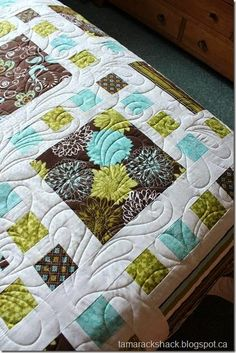 Another quilt with small squares framing large squares. Great for large prints. In brown/green/blue/white. Big Block Quilts, Strip Quilts, Easy Quilts, Scrappy Quilts, Quilting Projects, Quilting Designs, Sewing Projects, Quilt Design, Quilting Ideas