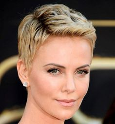 Different hairstyles for oval shaped faces Short Shaggy Haircuts, Cool Short Hairstyles, Haircuts For Curly Hair, Curly Hair Cuts, Different Hairstyles, Short Curly Hair, Curly Hair Styles, Short Pixie, Short Bangs