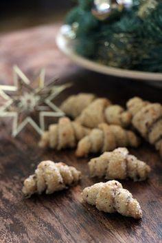 Snacks Recipes Mini nut croissants (cookies for Christmas) Mini Desserts, Fall Desserts, Xmas Cookies, Cake Cookies, Cupcakes, Cookie Recipes, Snack Recipes, Dessert Recipes, Party Recipes